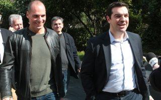 Ο Πρωθυπουργός Αλέξης Τσίπρας (Δ)  μαζί   με τον Υπουργό Οικονομικών Γιάνη Βαρουφάκη (2Α) , τον  Αναπληρωτή Υπουργό Διεθνών Οικονομικών Σχέσεων Ευκλείδη Τσακαλώτο (2Δ)  και τον Διευθυντή του γραφείου τύπου του πρωθυπουργού Θεόδωρο Μιχόπουλο (Α) , εξέρχονται από το Μέγαρο Μαξίμου , Κυριακή 15 Μαρτίου 2015. Σύσκεψη πραγματοποιήθηκε στον Μέγαρο Μαξίμου υπό την προεδρία του Πρωθυπουργού Αλέξη Τσίπρα με τον Υπουργό Οικονομικών Γιάνη Βαρουφάκη , τον Αναπληρωτή Υπουργό Διεθνών Οικονομικών Σχέσεων Ευκλείδη Τσακαλώτο και τον Υφυπουργό παρά τω πρωθυπουργώ και Κυβερνητικό Εκπρόσωπο Γαβριήλ Σακελλαρίδη. ΑΠΕ-ΜΠΕ/ΑΠΕ-ΜΠΕ/Παντελής Σαίτας