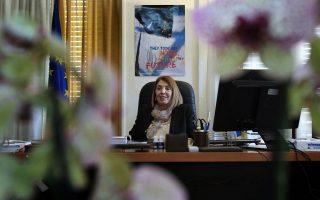 Η αναπληρώτρια υπουργός, Τασία Χριστοδουλοπούλου αναμένεται να καλέσει τους δημάρχους να επιδείξουν «αλληλεγγύη» στο ίδιο πνεύμα με τη βοήθεια που ζητάμε από την Ε.Ε. για την αντιμετώπιση των αυξημένων ροών μεταναστών λόγω της ανθρωπιστικής κρίσης στη Συρία.
