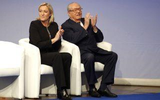 Την απομάκρυνση του Ζαν-Μαρί Λεπέν από την επίτιμη προεδρία του Εθνικού Μετώπου και την παραίτησή του από την πρώτη θέση στο ψηφοδέλτιο του κόμματος για την περιφέρεια της Προβηγκίας, στις εκλογές του Δεκεμβρίου, ζήτησε χθες, με οξύτατο ανακοινωθέν της, η πρόεδρος του κόμματος και κόρη του, Μαρίν Λεπέν, κάνοντας λόγο για πολιτική αυτοκτονία και τακτική καμένης γης.