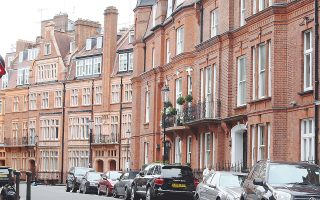 Στο Λονδίνο, οι τιμές ενοικίασης πολυτελών κατοικιών αυξήθηκαν κατά 3,3% το 2014, παρότι προς το τέλος του έτους ο ρυθμός της ανόδου είχε επί της ουσίας εκμηδενιστεί.