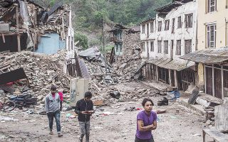 Το πλήγμα για την οικονομία του Νεπάλ δεν μπορεί ακόμα να εκτιμηθεί και πιθανώς θα προστεθεί στις συνέπειες η δραματική μείωση του τουρισμού.