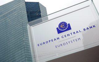 Με τη φυγή καταθέσεων που πλήττει τις ελληνικές τράπεζες, μόνο η έκτακτη παροχή ρευστότητας (ELA) από την Ευρωπαϊκή Κεντρική Τράπεζα τις διατηρεί ανοιχτές.