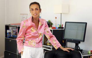 Η Ανιές Σαλ στο γραφείο της, στο ΙΝΑ, στο προάστιο του Παρισιού Μπρι-σουρ-Μαρν, 15 χιλιόμετρα από το κέντρο της πόλης.