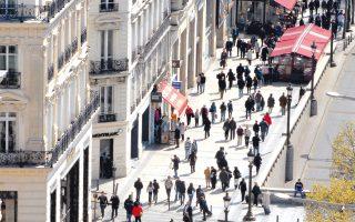 Η αγορά του Παρισιού αποδεικνύεται εξαιρετικά δημοφιλής προορισμός, κυρίως για Αμερικανούς και Αραβες.