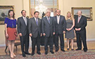 Η αναμνηστική φωτογραφία από τη συνάντηση, χθες, στο Προεδρικό Μέγαρο που είχε ο Πρόεδρος της Δημοκρατίας κ. Προκόπης Παυλόπουλος με την αντιπροσωπεία του American Hellenic Institute. Εικονίζονται να πλαισιώνουν τον ΠτΔ ο πρόεδρος κ. Nick Larigakis, ο κ. Leon W. Andris, μέλος Δ.Σ. του ΑΗΙ, ο κ. Gus Andy, μέλος του Δ.Σ. του Ιδρύματος του ΑΗΙ, η κ. Georgia Polizos, σύμβουλος του ΑΗΙ για θέματα νομοθετικής εξουσίας και το ζεύγος των ευεργετών του ΑΗΙ Constantine και Sophia Galanis. (Ευρωκίνηση, Γιάννης Παναγόπουλος, 26/5/2015).