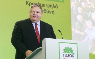 «Δεν μπορεί πάνω στην αγωνία της ελληνικής κοινωνίας για το μέλλον της να κτίζονται τυχοδιωκτικές πολιτικές σταδιοδρομίες», τόνισε ο πρόεδρος του ΠΑΣΟΚ, Ευάγγ. Βενιζέλος.