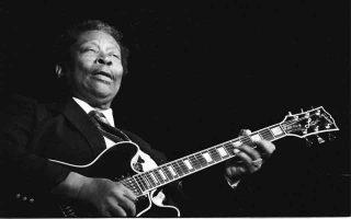 Ο αμέριστος σεβασμός καταξιωμένων, πλέον, μουσικών προς το πρόσωπο του B.B. King έχει κάτι συγκινητικό. Βιρτουόζοι της κιθάρας έχτισαν τον μύθο τους μέσω των μπλουζ που φέρουν την «οσμή» της μουσικής του.