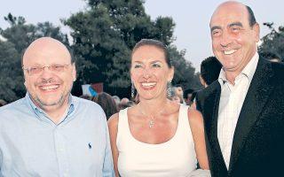 Αξέχαστες στιγμές από τα εξήντα χρόνια του Φεστιβάλ Αθηνών. 4 Ιουλίου 2007: Διαγωνισμός μαυρίσματος στον προαύλιο χώρο του Ηρωδείου, με τον Γιώργο Βουλγαράκη –υπουργό Πολιτισμού τότε– να έχει σαφές προβάδισμα.