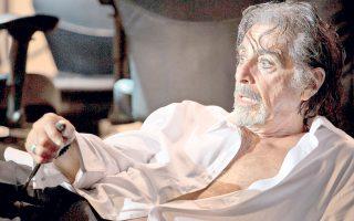 Χρόνια είχαμε να δούμε στο σινεμά –από το 2004, όταν προβλήθηκε ο «Εμπορος της Βενετίας»– έναν τόσο καλό Αλ Πατσίνο. Σήμερα, ενσαρκώνει έναν γερασμένο ηθοποιό του θεάτρου που θα πουλούσε την ψυχή του ακόμη και στον διάβολο για μια τελευταία αναλαμπή στη ζωή του.