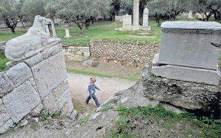 Αν και ο Κεραμεικός απέχει μόλις πέντε λεπτά από την Αρχαία Αγορά και παρά το ενιαίο εισιτήριο εισόδου, δέχεται σημαντικά λιγότερους επισκέπτες.