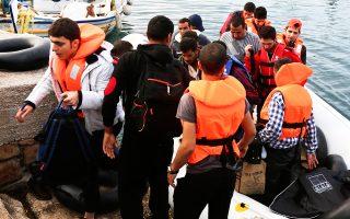 Ενα ολόκληρο «χωριό» μεταναστών φτάνει καθημερινά στη Μυτιλήνη, από όπου και η φωτογραφία, όπως και σε Κω, Λέρο, Κάλυμνο. Το α΄ τρίμηνο του 2015 εισήλθαν διά θαλάσσης στην Ελλάδα 10.445 άτομα.