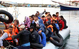 Σύροι πρόσφυγες φθάνουν καθημερινά στο Πλωμάρι. Ο αριθμός όσων εισήλθαν διά θαλάσσης στην Ελλάδα χωρίς έγγραφα είναι, σύμφωνα με την ελληνική ακτοφυλακή, 10.445 άτομα το πρώτο τρίμηνο του 2015.