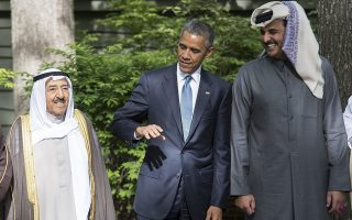 US President Barack Obama (C) chats with the emir of Qatar Sheikh Tamim bin Hamad al-Thani (R) and the emir of Kuwait Sheikh Sabah al-Ahmed al-Sabah as they prepare to pose for the family photo during a summit meeting at Camp David in Maryland on May 14, 2015.     AFP PHOTO/NICHOLAS KAMM