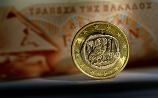 epa04624069 A close-up of a euro coin from Greece in front of a 100 drachma banknote in Potsdam,Germany, 17 February 2015. Greece rejected a European demand on 16 February to request an extension of its existing bailout by the end of the week, but Finance Minister Varoufakis was confident that a solution would be found, despite two rounds of failed negotiations.  EPA/RALF HIRSCHBERGER