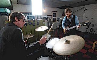 Οι κάποτε συμμαθητές Dan Auerbach και Patric Carney ανακάτεψαν την αγάπη τους για τα σκληρά μπλουζ με την garage αισθητική και την indie rock.