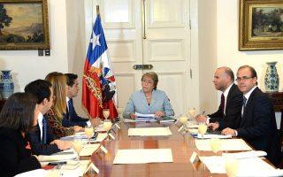 Η Πρόεδρος της Χιλής, Μισέλ Μπατσελέτ με μέλη της κυβέρνησης της.