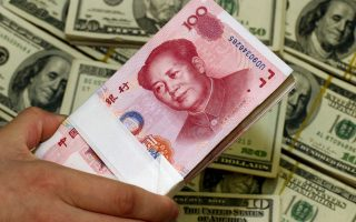Αναλυτές επισημαίνουν ότι το άνοιγμα είναι κρίσιμο βήμα αν το Πεκίνο επιθυμεί να πείσει τους διεθνείς επενδυτές να τοποθετήσουν τις αποταμιεύσεις τους στο κινεζικό νόμισμα, το γουάν.