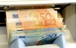 Oι εκροές καταθέσεων χθες προσέγγισαν τα 300 εκατ. ευρώ έναντι περίπου 100 εκατ. ευρώ που είχαν διαμορφωθεί τις προηγούμενες ημέρες, σύμφωνα με στελέχη τραπεζών.