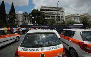 Χθες έληξε η προθεσμία για την κατάθεση των αιτήσεων επιστροφής, και στον Δήμο Αθηναίων αίτηση υπέβαλαν περίπου 300 άτομα από τα 1.023 που υπηρετούσαν. Στον Δήμο Ρόδου επιστρέφουν 40 από τους 106, ενώ δεν έχει εξασφαλιστεί η μισθοδοσία τους. Ο Δήμος Παπάγου είχε 20 δημοτικούς αστυνομικούς και αίτηση κατέθεσαν μόλις 4.