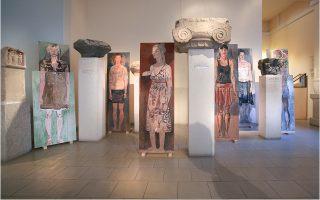 Ο Κώστας Παπανικολάου ζωγράφισε τις ολόσωμες γυναικείες μορφές που εκτίθενται στο Αρχαιολογικ ό Μουσείο Πόρου.