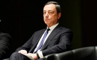 Ο επικεφαλής της ΕΚΤ, Μάριο Ντράγκι, είναι πιθανό να προχωρήσει σήμερα σε μια μικρή αύξηση στο «κούρεμα» που επιβάλλεται στους τίτλους που καταθέτουν οι ελληνικές τράπεζες για να αντλήσουν ρευστότητα από το ευρωσύστημα μέσω του έκτακτου μηχανισμού ρευστότητας, τον ELA.