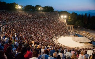 Τρεις παραστάσεις στην Επίδαυρο προσιτές και στο αγγλόφωνο κοινό.