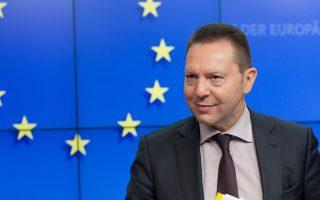 Η κυβέρνηση κλιμάκωσε τις επιθέσεις εναντίον του κ. Στουρνάρα βάζοντας όμως απέναντι της κατ αυτό τον τρόπο και την ΕΚΤ.