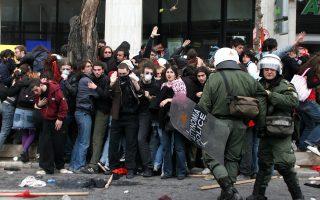 Το Διοικητικό Πρωτοδικείο της Αθήνας έκρινε ότι με τη χρήση δακρυγόνων στο πανεκπαιδευτικό συλλαλητήριο της 8ης Μαρτίου του 2007 «τα όργανα της ΕΛ.ΑΣ. υπερέβησαν τα άκρα όρια της διακριτικής τους ευχέρειας».