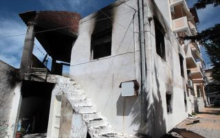 Καμένο σπίτι την Αγία Βαρβάρα, ύστερα από εμπρησμό αγνώστων που σύμφωνα με την Αστυνομία σχετίζεται με την διαμάχη δύο οικογενειών Ρομά.