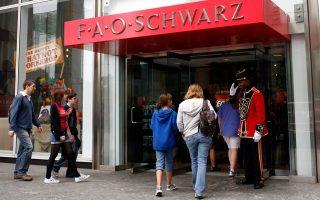 Το πρώτο FAO Schwarz άνοιξε το 1870 στη Νέα Υόρκη και κάποτε διατηρούσε σαράντα καταστήματα στις ΗΠΑ.
