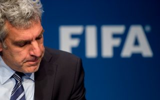 Κάτω, το ύφος του επικεφαλής του τομέα Επικοινωνίας και Δημοσίων Σχέσεων της FIFA, Βάλτερ ντε Γκρεγκόριο, τα λέει όλα...