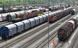 Η απεργία που άρχισε χθες το συνδικάτο μηχανοδηγών των γερμανικών σιδηροδρόμων, το GDL, ενδέχεται να κοστίσει έως 500 εκατομμύρια ευρώ στην οικονομία, σύμφωνα με το γερμανικό εμπορικό επιμελητήριο.