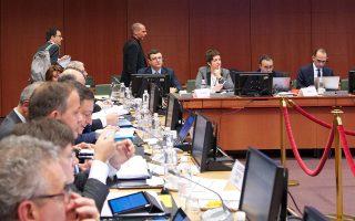 Ο υπουργός Οικονομικών Γιάνης Βαρουφάκης (Κ) μπαίνει στην αίθουσα για τη συνεδρίαση του Eurogroup,  την Δευτέρα 15 Φεβρουαρίου 2015, στο κτίριο του Ευρωπαϊκού Συμβουλίου, στις Βρυξέλλες. .ΑΠΕ-ΜΠΕ/consilium.europa.eu/Christos DOGAS