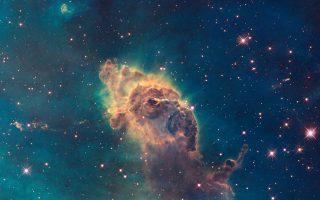 Συμπληρώνοντας 25 έτη στην υπηρεσία της ανθρωπότητας το διαστημικό τηλεσκόπιο Hubble κατέγραψε γεννήσεις και θανάτους αστέρων, ανακάλυψε γαλαξίες σε ασύλληπτες αποστάσεις, ξεδιάλυνε μυστήρια του Σύμπαντος, κάνοντάς μας σοφότερους για τον χρόνο και τον χώρο.