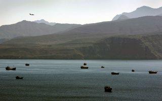 Αποψη των Στενών του Ορμούζ, στα οποία περιπολούσε το αμερικανικό πολεμικό ναυτικό ενώ συνόδευε τα εμπορικά πλοία που τα διέσχιζαν, μέχρι να διευκρινιστεί το τι ακριβώς συνέβαινε με το «Maersk Tigris».