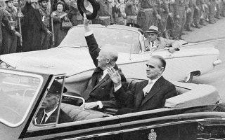 Ο Αμερικανός πρόεδρος Ντουάιτ Αϊζενχάουερ στην Αθήνα, κατά τη διεθνή περιοδεία του,  τον Δεκέμβριο του 1959.