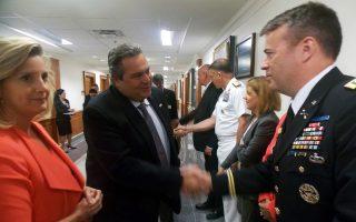 Ο Υπουργός Εθνικής Άμυνας Πάνος Καμμένος με την Υφυπουργό Άμυνας των ΗΠΑ Christine Wormuth σε συνάντηση που είχαν στο Πεντάγωνο. Φώτο ΑΠΕ / ΓΡΑΦΕΙΟ ΤΥΠΟΥ ΥΠΕΘΑ/STR