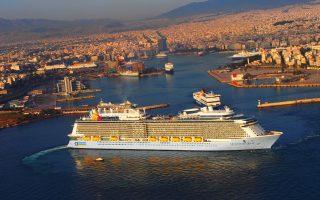 Σήμερα, ελάχιστα από τα 1.150 λιμάνια διαθέτουν επαρκείς εγκαταστάσεις για την υποδοχή κρουαζιερόπλοιων, ενώ ακόμα λιγότερα είναι σε θέση να φιλοξενήσουν τα υπερμεγέθη πλοία νέας γενιάς, που μεταφέρουν από 4.000 επιβάτες και πάνω.
