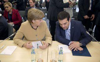 Η Γερμανίδα καγκελάριος Αγκελα Μέρκελ με τον πρωθυπουργό Αλέξη Τσίπρα στη Σύνοδο Κορυφής στη Ρίγα. Κατά την κ. Μέρκελ υπάρχει ακόμα πολλή δουλειά να γίνει.
