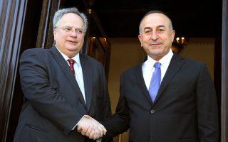 O Ελληνας ΥΠΕΞ, Νίκος Κοτζιάς, με τον Τούρκο ομολόγό του, Μεβλούτ Τσαβούσογλου.