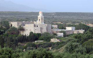 Το μοναστήρι της Παναγίας Ακρωτηριανής ή Μονή Τοπλού είναι από τα σπουδαιότερα και τα ιστορικότερα της Κρήτης και χρονολογείται από τον 15ο αιώνα ,  Τετάρτη 24 Σεπτεμβρίου 2008 .
