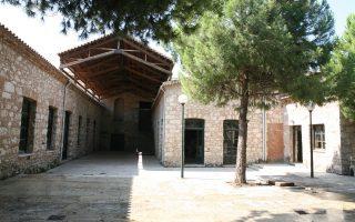 Σκέψεις από το ΥΠΠΟ για τη μεταφορά του μουσείου στο «Σχολείον» της Πειραιώς.