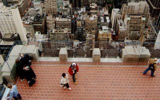 Οι επισκέπτες της General Electric έχουν θέα τον εμβληματικό ουρανοξύστη Empire State και τις οροφές κτιρίων της Νέας Υόρκης.