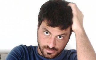 Ο ποιητής Θοδωρής Ρακόπουλος.