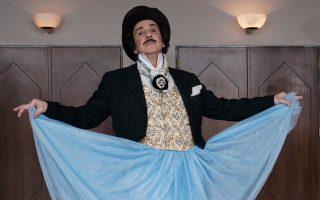 Ο εικαστικός και ηθοποιός Αγγελος Παπαδημητρίου, ένα από τα μοντέλα της έκθεσης.