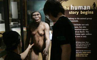 Οι Τάιλερ και Χάνκε με τη Λούσι, τη μητέρα του ανθρώπινου γένους.