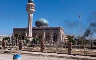 Εικόνα τεμένους στο Ραμάντι, πρωτεύουσα της επαρχίας Ανμπάρ του κεντρικού Ιράκ, μετέδωσε σε βίντεο το «Ισλαμικό Κράτος», μία ημέρα μετά την κατάληψη της πόλης από τους τζιχαντιστές και την άτακτη φυγή του ιρακινού κυβερνητικού στρατού από αυτή.
