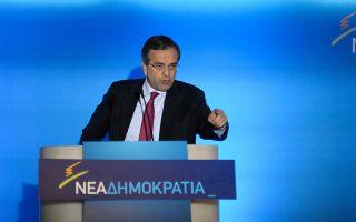 Ο πρόεδρος της Ν.Δ. Αντ. Σαμαράς αναμένεται να κλιμακώσει περαιτέρω την κριτική του προς την κυβέρνηση στο συνέδριο της ΚΕΔΕ στη Χαλκιδική, όπου και θα παραστεί αύριο.