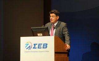 «Δεν μπορεί να γίνεται λόγος για επενδύσεις και νέες θέσεις εργασίας, όταν η οικονομία στραγγαλίζεται» ανέφερε ο πρόεδρος του ΣΕΒ κ. Θεόδωρος Φέσσας, περιγράφοντας την κατάσταση της ελληνικής οικονομίας.