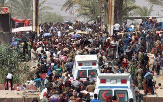 Μετά την κατάληψη από το «Ισλαμικό Κράτος» του Ραμάντι, 65 χιλιόμετρα δυτικά της Βαγδάτης, χιλιάδες Ιρακινοί εκδιώχθηκαν από τις εστίες τους.